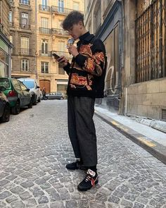 49 Trendy Men Street Style Outfits Ideas That Make you More Cool in 2019 nyc mens fashion one dapper street style tips marcel f Nyc Mens Fashion, Look Fashion, Street Fashion, Fashion Menswear, Male Fashion, High Fashion Men, High Fashion Outfits, Fashion Vest, Fashion Hoodies