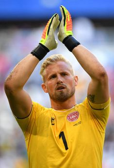 Kasper Schmeichel of Denmark acknowledges the fans following the 2018 FIFA World Cup Russia group C match between Denmark and Australia at Samara... World Cup Russia 2018, World Cup 2018, Fifa World Cup, World Football, Sport Football, Rugby Players, Football Players, Kasper Schmeichel, Leicester City Football