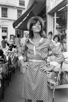 Françoise Hardy, 70s Fashion, Vintage Fashion, Classic Fashion, Francoise Gilot, Style Parisienne, Paris Mode, Sweaters And Jeans, Vintage Mode