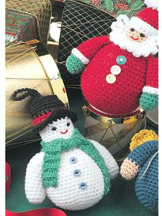 Free crochet rolly-polly characters. Santa, snowman and angel. Sign up for free pattern