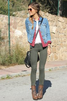 Take a look at the best what to wear with skinny khaki jeans in the photos below and get ideas for your outfits! If you're looking for a smart/casual way to wear Timberland boots, Vanessa Ciliberto is showing you the… Continue Reading → Mode Outfits, Stylish Outfits, Fashion Outfits, Womens Fashion, Fashion Trends, Jeans Fashion, Fall Winter Outfits, Autumn Winter Fashion, Winter Gear