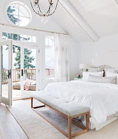 57 ideas white bedroom furniture master ceilings for 2019 Coastal Bedrooms, Trendy Bedroom, Bedroom Modern, Bedroom Neutral, Serene Bedroom, Minimalist Bedroom, Master Bedroom Design, Home Decor Bedroom, Bedroom Ideas
