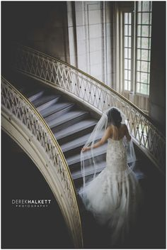 Stunning bridal portrait on stairwell idea for Tennessee. Learn more about Knoxville wedding photographer @halkettphoto today on the blog in a Spotlight! | The Pink Bride® www.thepinkbride.com #knoxvillewedding #tennesseewedding