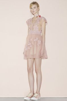 Red Valentino Spring 2016 Ready-to-Wear Collection Photos - Vogue