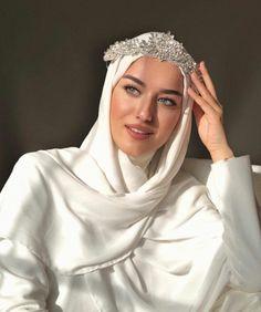 k mentions J'aime, 63 commentaires - Hijabi Wedding, Wedding Hijab Styles, Muslimah Wedding Dress, Muslim Wedding Dresses, Bridal Dresses, Dress Muslimah, Hijab Dress, Modest Wedding, Estilo Abaya