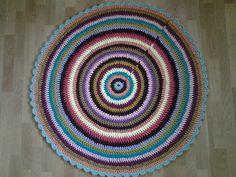 Crochet Teppich 118 cm von AnuszkaDesign auf DaWanda.com