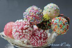 I cake pop sono delle palline di torta su uno stecco che ricordano molto per la loro forma e colore i lecca lecca. Naturalmente non potevo non provarli ess