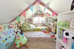 Bedroom: Cute Toddler Bedroom Ideas for Girls: Loft Bedroom Design For Kids With Full Of Thick Fur Rug And Hanging Colorful Flags With Green Mattress ~harbortonhouse.com Inspiration
