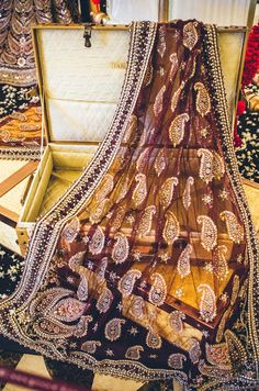 love the kaam (detailing) on this dupatta - pakistani bridal clothes