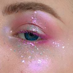 If you saw my story you saw me taking this glitter off with a vacuum and my dumbass didn't think of using tape Anyways full details on this… Pink Makeup, Cute Makeup, Pretty Makeup, Makeup Art, Hair Makeup, Makeup Goals, Makeup Inspo, Makeup Inspiration, Makeup Tips