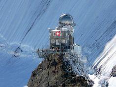 Careful! don't lean our too far! The Observatory on the Junfgraujoch. Repinned by www.gorara.com Sphinx mit Observatorium auf dem Jungfraujoch.