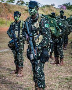 COT da Polícia Federal do Brasil durante Operação no Rio de Janeiro ... 8f1c40e1afc