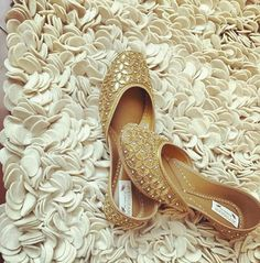 Indian Shoes, Casual Work Attire, Bride Shoes, Wedding Shoes, Wedding Dress, Sleeves Designs For Dresses, Bridal Sandals, Stylish Sandals, Beautiful Heels