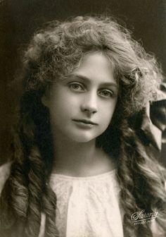 Claire Mersereau, 1908, Sarony Studios.  A cinema and stage actress, she starred in nine silent films and three Broadway productions from 1911 to 1925.
