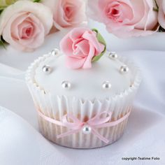 Perfect little cupcake decoration =)