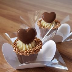 - Brigadeiros Gourmet de Luxo – Fature ALTO vendendo deliciosos Brigadeiros Gourm… Luxury Gourmet Brigadeiros – Make HIGH selling … - Mini Desserts, Delicious Desserts, Dessert Recipes, Chocolate Molds, Chocolate Lovers, Cake Cookies, Cupcakes, Wedding Sweets, Confectionery