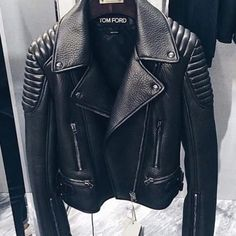 28 Best ideas about Leather Jacket Outfits, You can collect images you discovered organize them, add your own ideas to your collections and share with other people. Fall Outfits, Cute Outfits, Beautiful Outfits, Bad Girl Outfits, Trendy Outfits, Outfit Trends, Looks Style, Mode Inspiration, Mode Style
