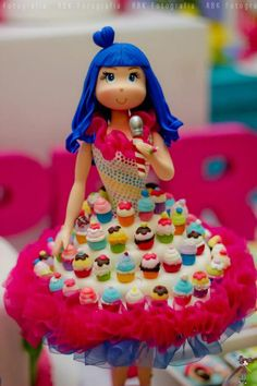 Look at this Katy Perry with the cupcake skirt!