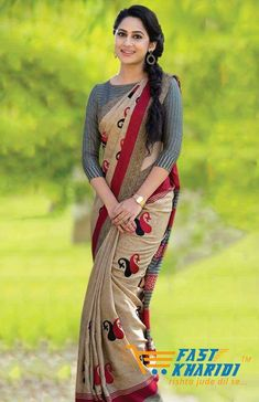 We share 51 beautiful Indian women in saree looking gorgeous and hot. These are the beautiful actress and indian models who looking so stunning in Saree. Cotton Saree Blouse Designs, Saree Blouse Patterns, Fancy Blouse Designs, Bridal Blouse Designs, Stylish Sarees, Saree Models, Elegant Saree, Saree Look, Fancy Sarees