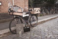A Bike Bar That Serves Gin & Tonics in London Bici Retro, Mobile Restaurant, Bike Wedding, Wedding Events, Bicycle Bar, Bike Food, Hardtail Mountain Bike, Gin Bar, Candy Cart