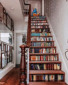 """DΣCOΓΛƬIVΣ BΓΛIПS on Instagram: """"What you think about this?🤔@lulumoonowlbooks . Follow @decorativebrains for more Follow @decorativebrains for more . . . DM For Credits📷 .…"""" Book Staircase, Stairs, Loft Design, Modern Design, House Design, Interior Decorating, Interior Design, Decorating Ideas, Cabin Homes"""