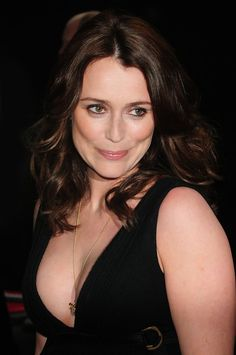Keeley Hawes has been to Aneliese for style advice English Actresses, British Actresses, British Actors, Actors & Actresses, Star Actress, Prettiest Actresses, Star Wars, Chloe Grace Moretz, Sexy Older Women