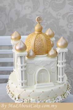 #Mosque #Custom #Cake   If there's one thing that represents Hari Raya, it's the food! After a long month of fasting, the whole family gets involved to whip up traditional goodies like rendang and ketupat.  But what about dessert? Besides the usual assortment of delicious kuih-muih, a beautiful custom-made Hari Raya cake is the perfect centrepiece for visiting family and friends to ooh and ahh over.