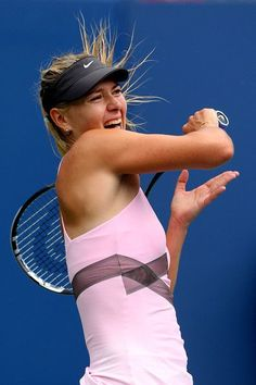 How to get professional tennis player arms without a racket - 4 moves Cari Champion, Sharapova Tennis, Tennis Rules, How To Play Tennis, Maria Sharapova Photos, Tennis Equipment, Professional Tennis Players, Billie Jean King, Tennis Stars