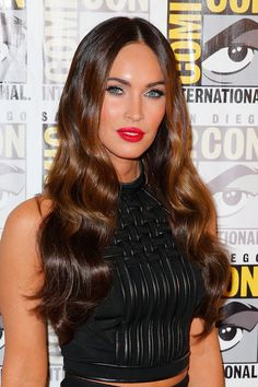 Megan Fox went full glam at Comic Con, with stunning waves, lush lashes and red lips. // #Beauty