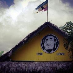 A visita à casa de Bob Marley em Nine Mile na Jamaica é uma experiência única que recomendamos a todos os amantes de viagens música e... não só! #bobmarley #jamaica #viagens