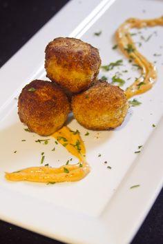 Deliciosas recetas de jamón serrano y queso manchego que funcionan desde un coctel hasta una comida con niños.