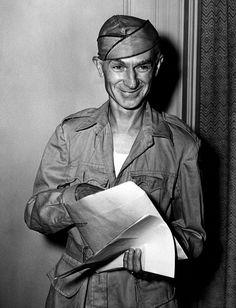 American journalist Ernie Pyle, 1940s. Courtesy CSU Archives/Everett Collection