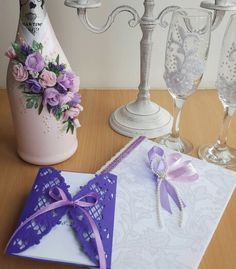 У нас вы можете заказать все для вашей свадьбы-декор,флористику,свадебные аксессуары и полиграфию. Свадебное шампанское, сундучек для денег, бокалы на свадьбу, подушечка для колец, подвязка для невесты, сундучек для денег, пригласительные на свадьбу и другое по индивидуальному заказу www.pidu24.eu