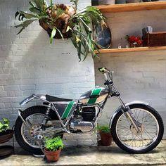 Ossa Motocross Bikes, Vintage Motocross, Off Road Bikes, Dirt Bikes, Motos Trial, Triumph Motor, Trial Bike, Cool Bikes, Trials