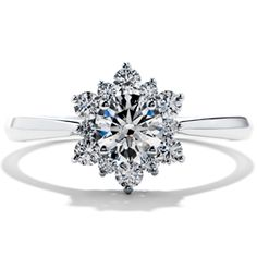 Someday, I will have this ring in yellow gold. Alls I'm sayin...
