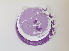 Faire part de mariage rond - thème papillon format fermé 14,7x13,5cm Il est composé de 3 cercles de diamètres différents en papier rigide. Le 1er cercle violet avec en r - 6275313