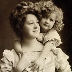 Sepia photograph of early 20th Century mother and daughter