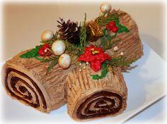 Tronco de Natal - Portugese version of the christmas log Christmas Log, Christmas Treats, Christmas Baking, Christmas Cookies, Chrismas Cake, 50th Anniversary Cakes, Cake Decorating Icing, Log Cake, Creative Desserts