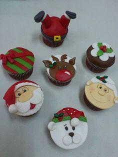 Mini Christmas Cakes, Christmas Themed Cake, Christmas Cupcake Toppers, Christmas Sweets, Homemade Christmas, Christmas Desserts, Christmas Baking, Kids Christmas, Christmas Cookies