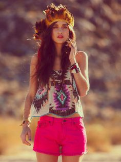 i adore the festival look. i dont care if its overdone/outdated blah blah blah i think its super cute i adore the festival look. i dont care if its overdone/outdated… Festival Looks, Festival Wear, Festival Outfits, Festival Fashion, Festival Style, Festival Paint, Film Festival, Looks Con Shorts, Vestidos