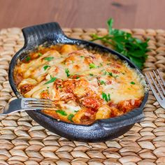 Gnocchi with Bacon Tomato Sauce. Gnocchi with Bacon Tomato Sauce and Mozzarella - comfort meal at its finest. Italian Dishes, Italian Recipes, Great Recipes, Favorite Recipes, Yummy Recipes, Supper Recipes, Baked Gnocchi, Gnocchi Sauce, Mozzarella
