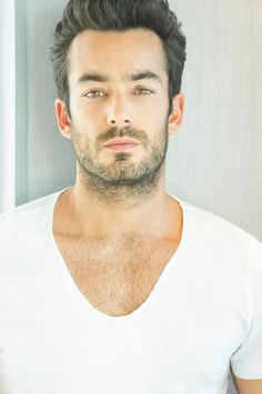 CROSSING OVER; International Star AARÓN DÍAZ Brings The Heat To QUANTICO!