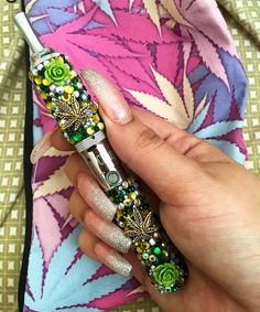 Weed Vape Pen for dry flowers and wax! Vape Pen Weed, Cannabis Vape Pen, Weed Pipes, Pipes And Bongs, Hookah Pen, Smoking Weed, Girl Smoking, Thug Girl, Baddies