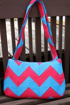 Free Bag Pattern and Tutorial - Underwater Stripes Bag Pattern