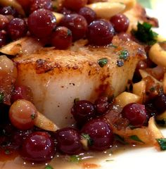 Pan Seared Scallops and Grapes. Pan-Seared Scallops with Champagne Grapes and Almonds in Browned Butter. Seafood Recipes, Wine Recipes, Vegetarian Recipes, Cooking Recipes, Seafood Dishes, Healthy Recipes, Seafood Scallops, Fish And Seafood, Pan Seared Scallops