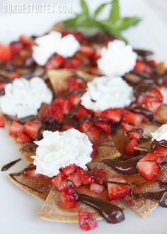 V day Nachos. Strawberry and chocolate nachos with cinnamon chips Köstliche Desserts, Chocolate Desserts, Delicious Desserts, Dessert Recipes, Yummy Food, Chocolate Drizzle, Dipping Chocolate, Melted Chocolate, Tasty