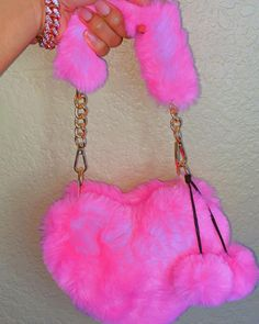 Purses And Handbags, Leather Handbags, Pink Wallpaper Girly, Accesorios Casual, Fashion To Figure, Cute Purses, Rave Outfits, Cute Bags, Pink Aesthetic