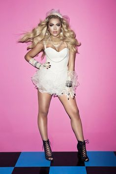 Hadise, Turkey's Eurovision 2009 singer, has released the video for her song Prenses. Hetalia, Ukraine, Space Phone Wallpaper, Terry Wogan, Duncan, Audrey Tautou, A Night To Remember, Hot Lingerie, Junior