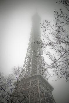France - Paris - La Tour Eiffel - Misty