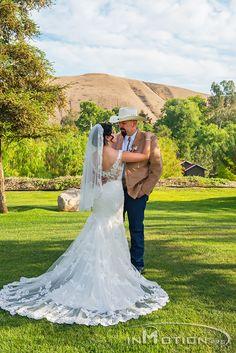 Beautiful wedding dress.  Country wedding www.inmotion.pro